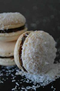 Macaron au sucre cuit et noix de coco