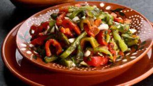 Salade de poivrons grilles recette facile pour cette salade - Salade de poivron grille ...