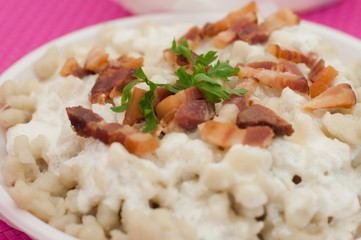 Gnocchis au chèvre et bacon au cookeo