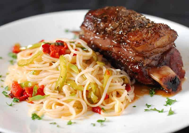 cote de boeuf spaghettis cookeo - un plat de pâtes au viande.