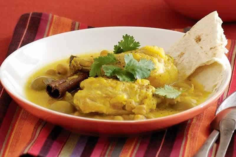 Poulet aux olives cookeo - un délicieux plat pour déjeuner.