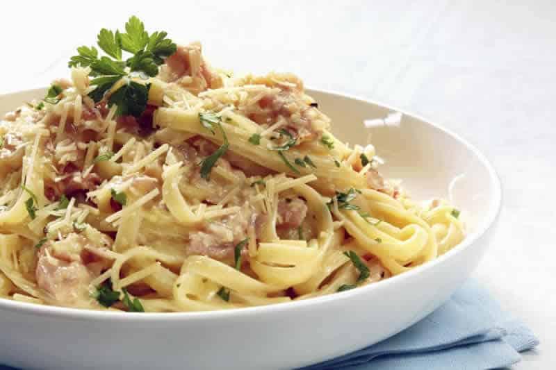 tagliatelles lardon cookeo - un plat de pâtes pour votre dîner.