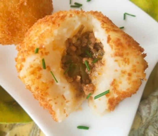 Boulettes de pommes de terre farcies avec la viande hachée