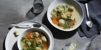 Boulettes de poulet à la soupe des pois chiches