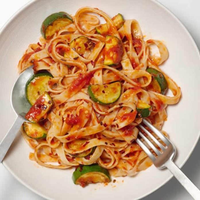 Pâtes courgettes et sauce tomate cookeo
