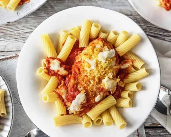 Poulet aux pâtes tomate et Parmesan