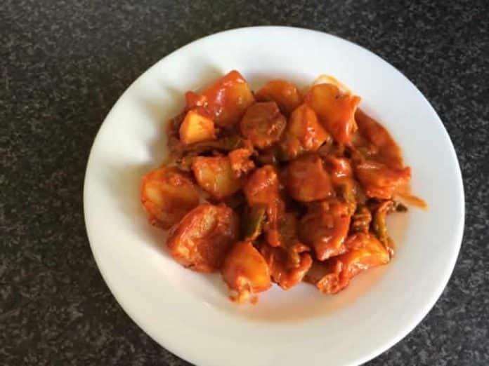 Pommes de terre à l'oignon et sauce tomate cookeo