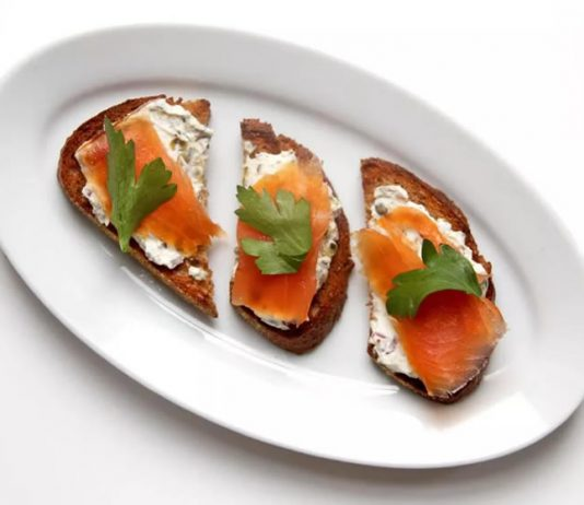 Toast au saumon fume et mozzarella