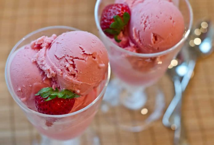 glace fraise au yaourt avec thermomix