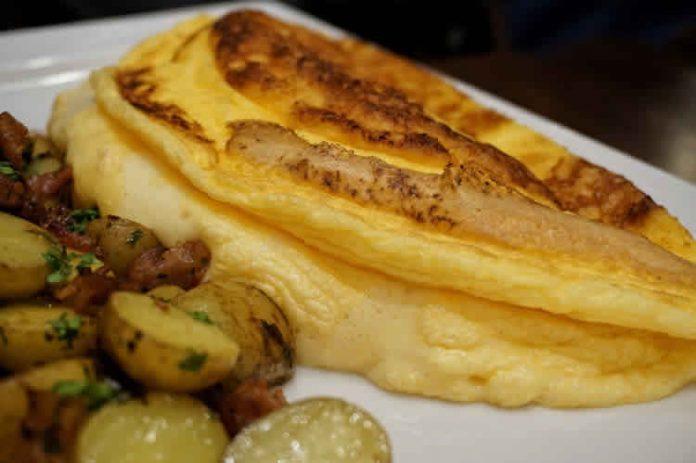 Omelette de la m re poulard une recette de cuisine normande facile - Recette omelette mere poulard ...