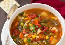 Soupe de legumes coupes en petits des au thermomix