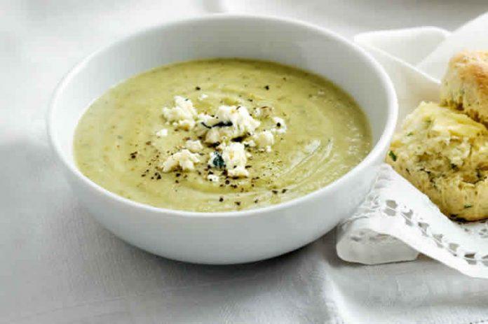 Soupe de courgette ail et fines herbes au thermomix