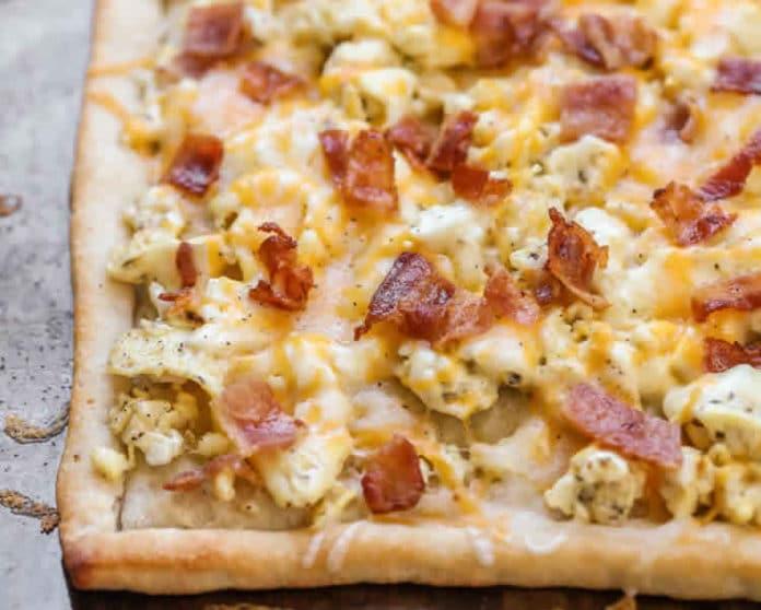 Pizza au bacon et fromage