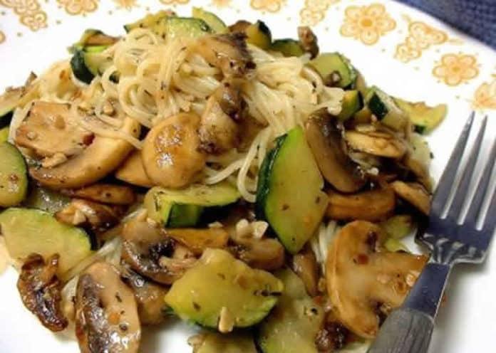 Recette poêlée de courgettes champignons et poulet ww