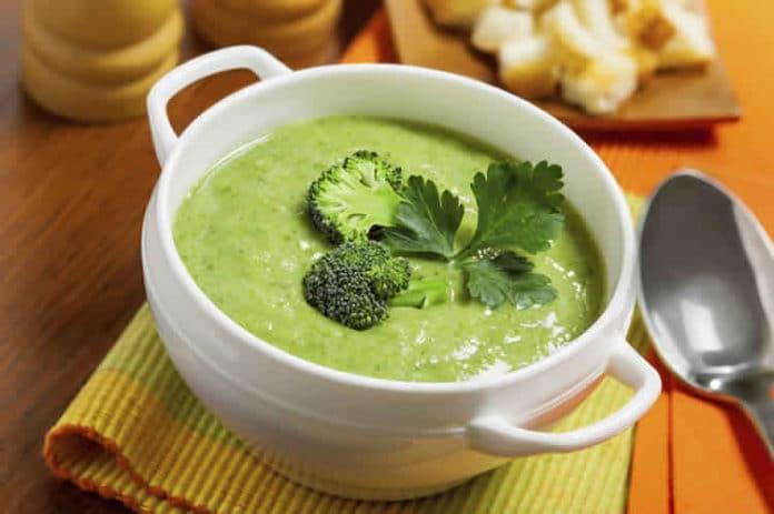 Soupe de brocoli et poireaux