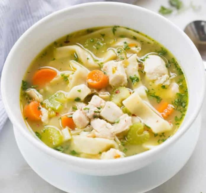 Soupe de poulet aux carottes et nouilles au thermomix