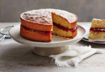 Sponge cake Victoria à la Confiture