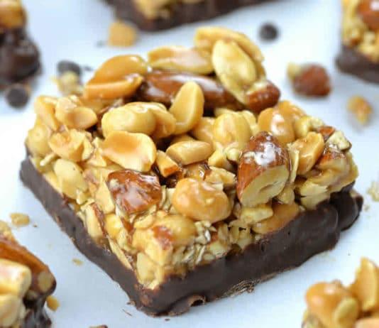 Barre amande cacahuètes au chocolat
