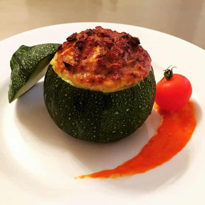 Courgettes farcies au thon et à la tomate ww