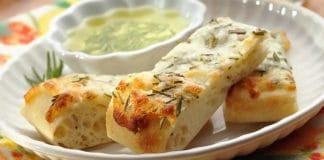 Apéro focaccia au fromage et romarin