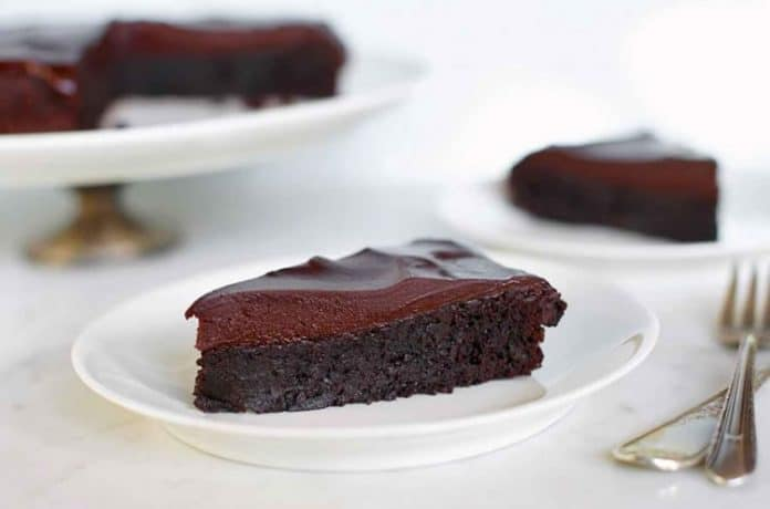 Cake avec glaçage au chocolat