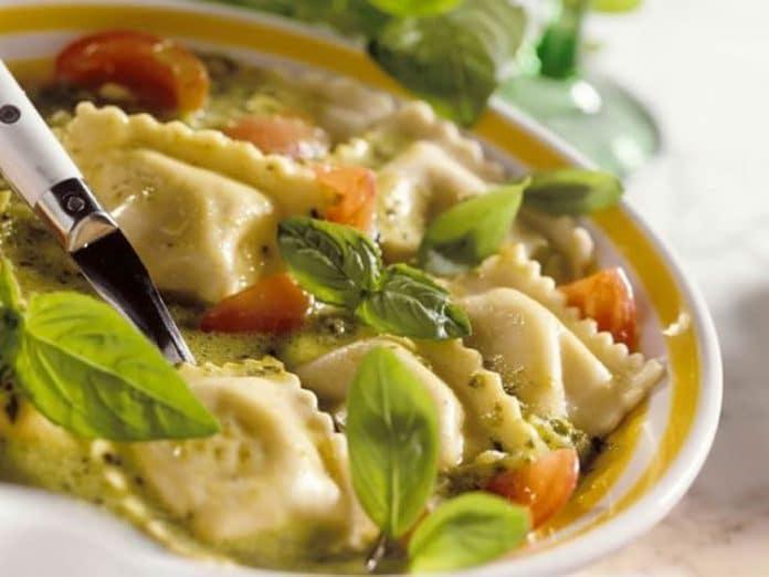 Soupe bouillon aux ravioles