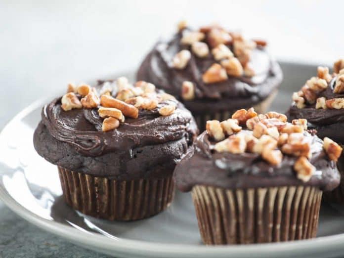 Cupcakes avec glaçage et noix de pécan