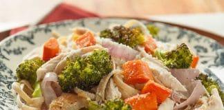 Poulet rôti et légumes aux pâtes