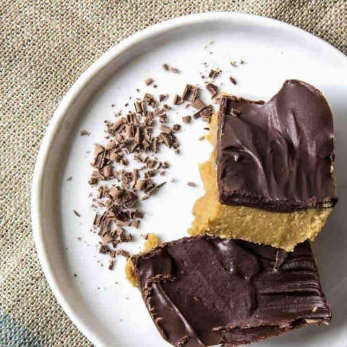 Barre au beurre de cacahuètes sans cuisson