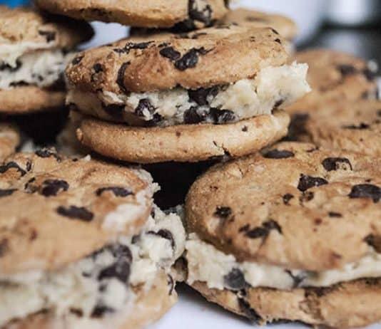 Sandwichs de cookies fourrés à la crème