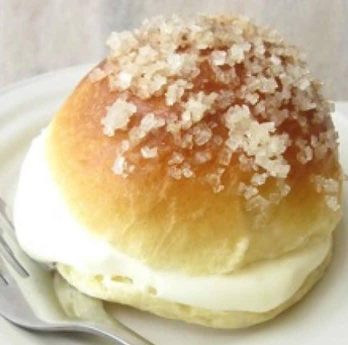 Brioches à la crème pâtissière