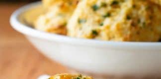 Biscuits au beurre et cheddar