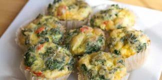 Muffins aux œufs avec poivrons et cheddar