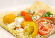 Pizza au fromage et tomate cerise
