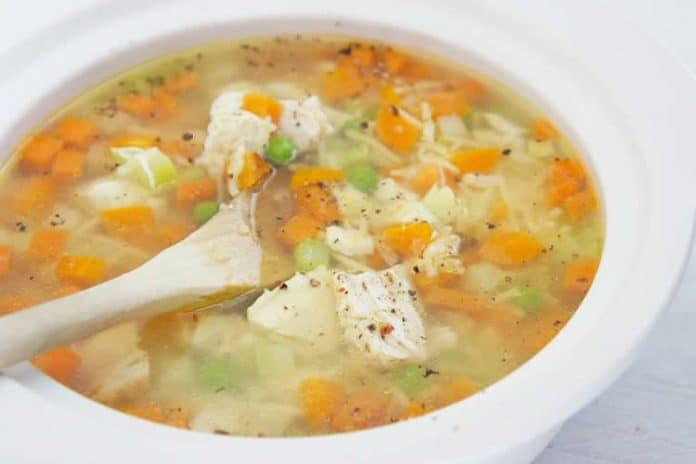 Soupe de poulet aux légumes et vermicelles