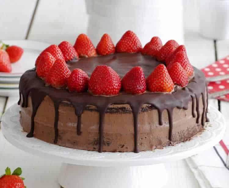 Gâteau au chocolat et fraises - un délice pour votre dessert,