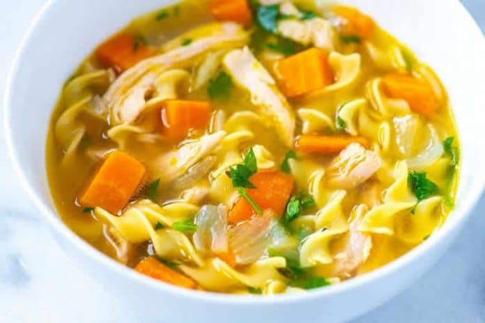 Soupe de poulet aux nouilles