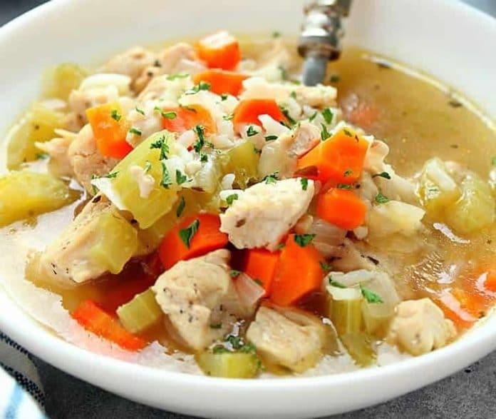 Soupe de poulet riz et légumes