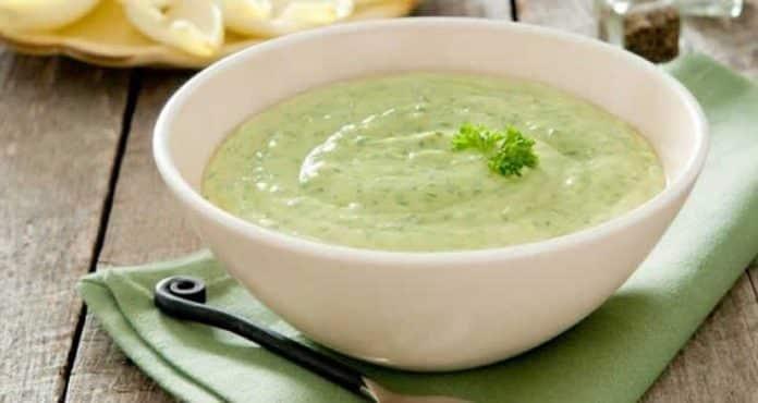 Soupe extra aux courgettes et yaourt