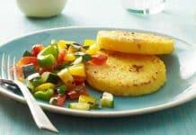 Galettes de polenta aux légumes sautés