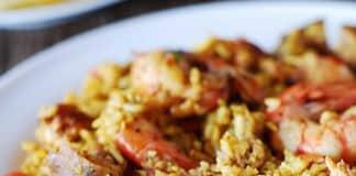 Paella mixte de poulet et crevettes