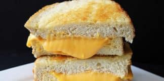 Pain au fromage grillé au four