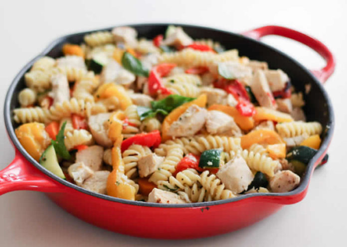 Poêle de poulet aux légumes