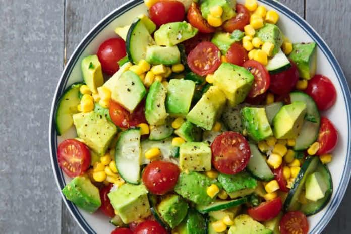 Salade de tomates avocat et concombre