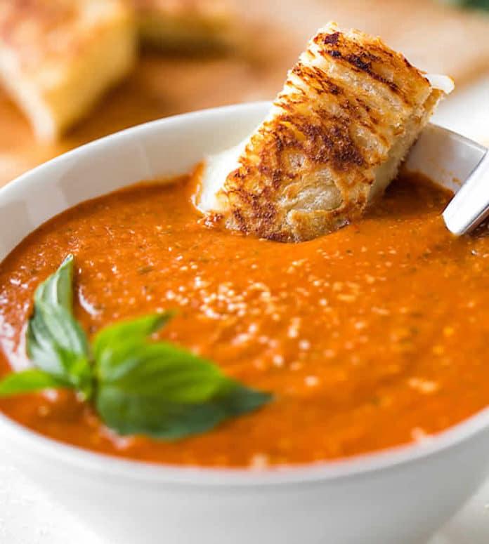 Soupe de tomates au ail et basilic