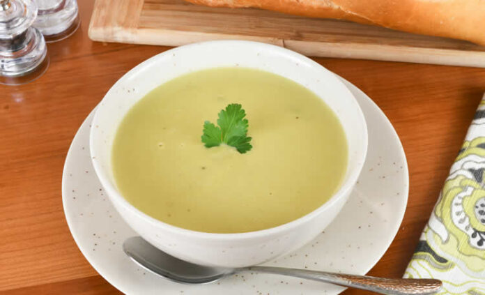 Soupe de céleri et poireaux