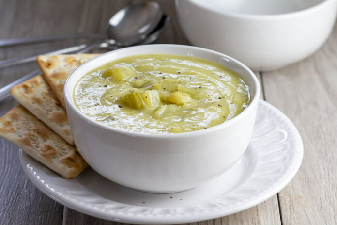 Soupe de céleri et pommes de terre