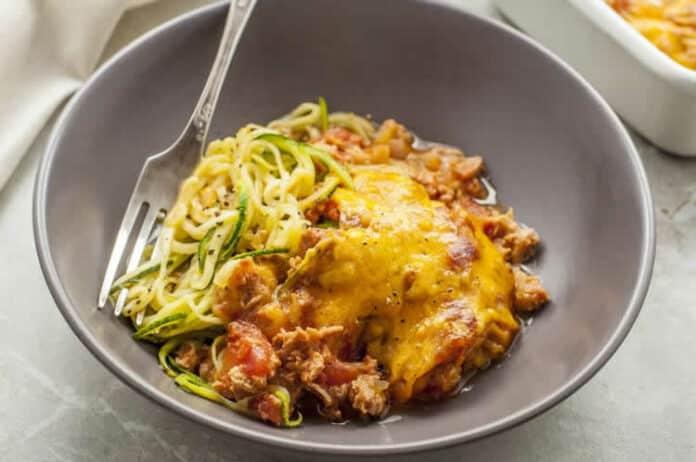 Nouilles de courgettes au thon et tomate