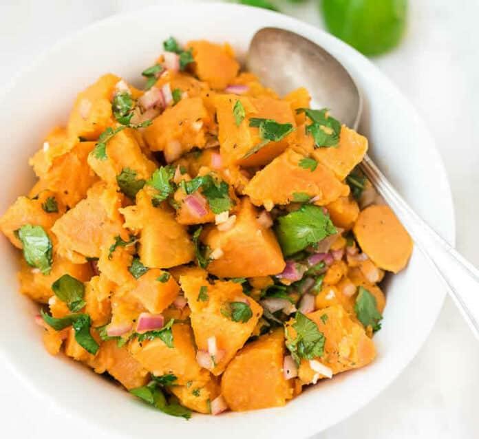Salade de patates douces et oignon