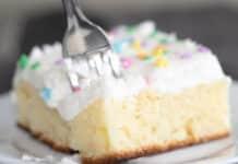 Gâteau avec glaçage à la vanille